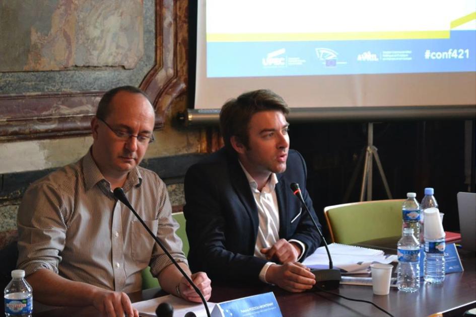 A gauche, Fabrice Pozzoli-Montenay, journaliste européen et vice-président de l'Association des journalistes Européens en France et à droite, François Vlaminck, attaché de presse de la Représentation de la Commission Européenne en France.