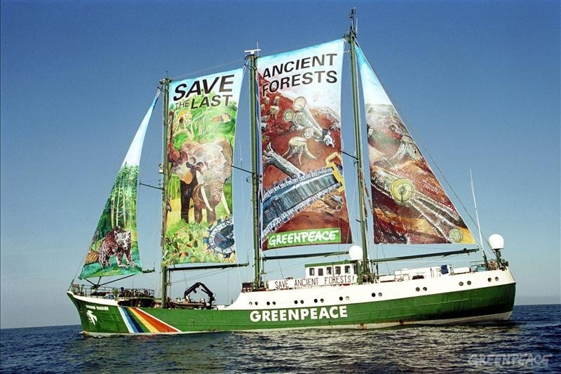 "Le Rainbow Warrior, un instrument de ""marketing militant"" ? (Source : http://www.greenpeace.org/)"